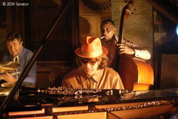 Jazzclub – Der frühe Vogel fängt den Wurm Frontpage