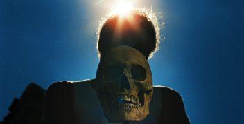 Leichen unter brennender Sonne