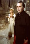 Dracula A.D. 1972 Dracula jagt Mini-Mädchen